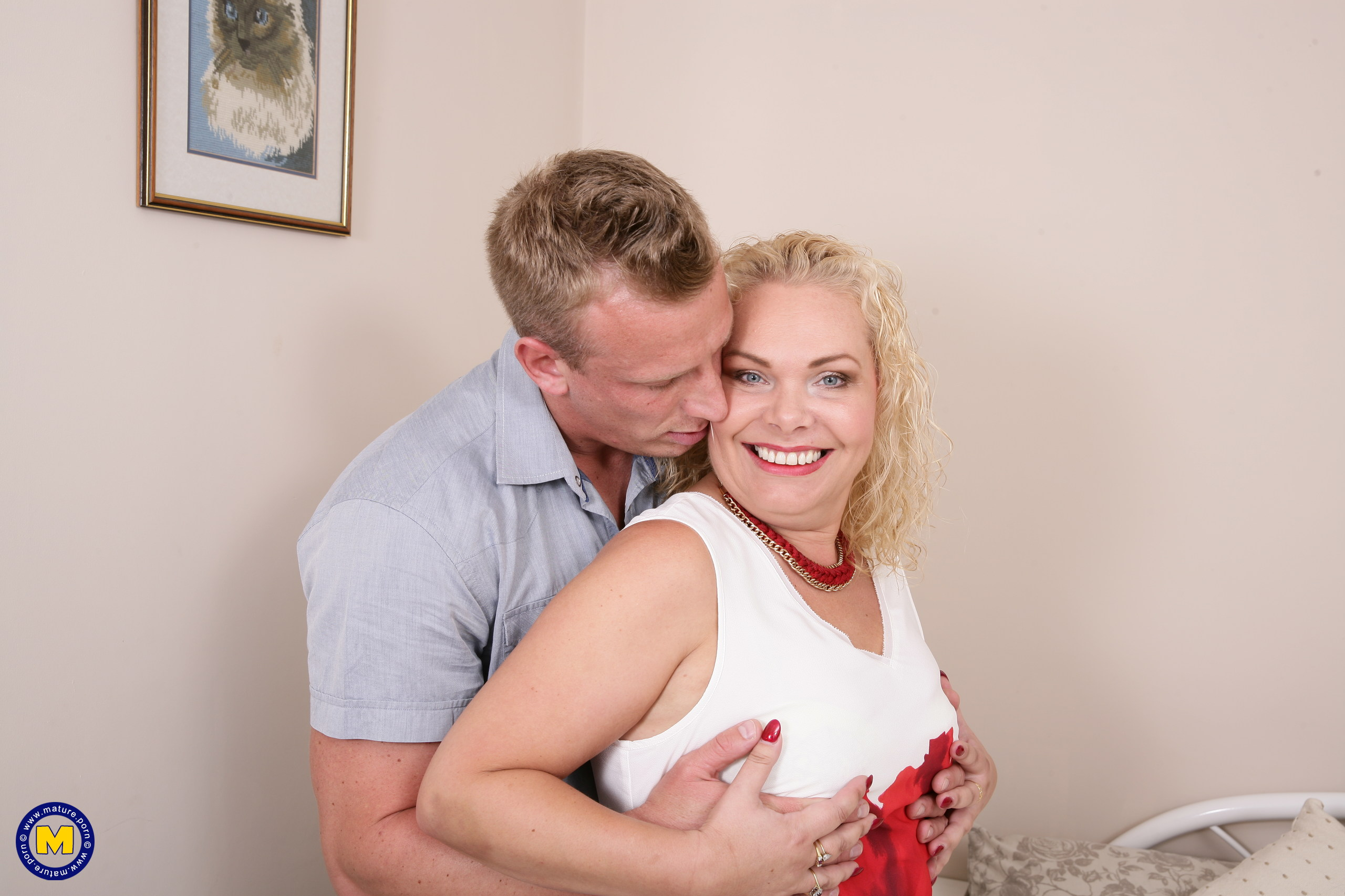 Nasty Brit housewife boinking and gargling her paramour